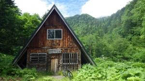 ポロシリ山荘。反対側にある営業小屋の幌尻山荘とは違います。