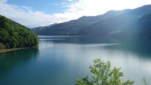 奥新冠湖。とにかく色々とデカイ!